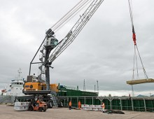 Liebherr mobile harbour cranes aid UK ports