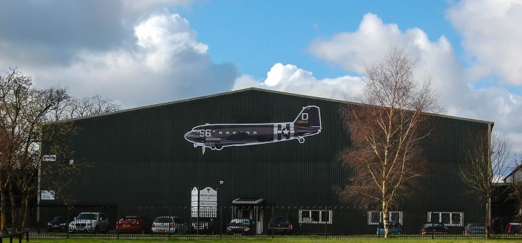 Walker Logistics restaure les avions WW2 dans le Berkshire, UK