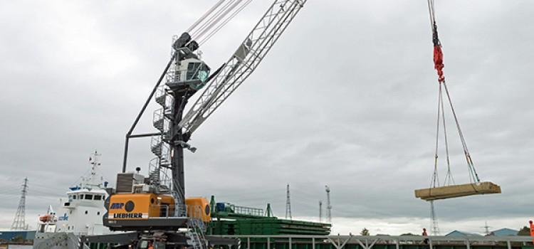 Liebherr mobile harbour cranes aid UK ports
