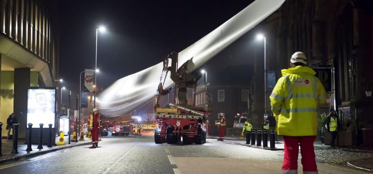 More than just hot air: ALE transport 75-metre long Siemens wind turbine blade, for use as part of the Hull UK City of Culture programme